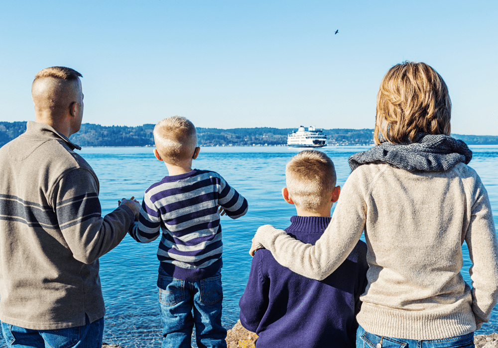 A family of 4 looking out at a lake in Seattle.